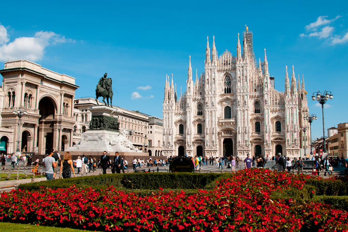 IT_Italien_Mainalnd_Milan Cathedral Duomo_shutterstock_124191328_colores