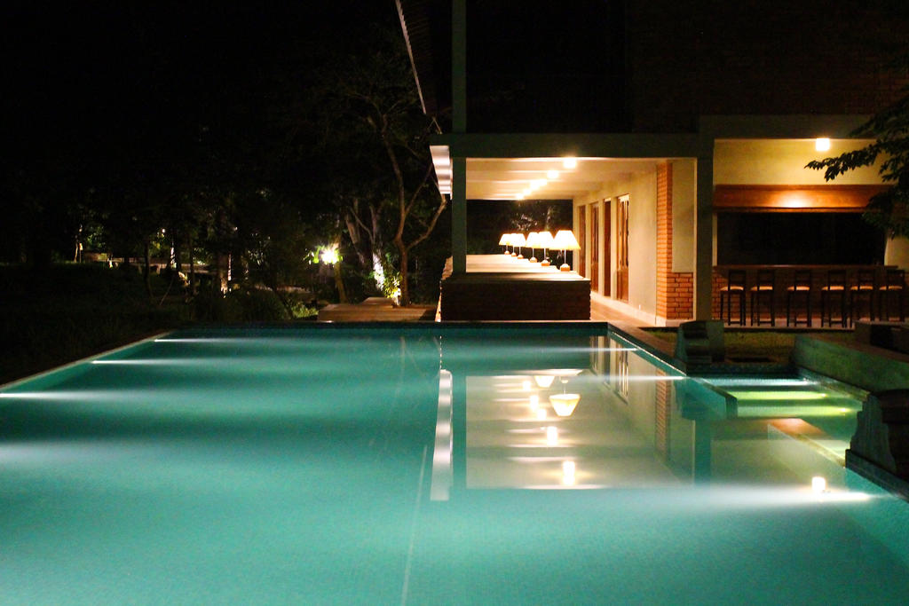 Swimming Pool bei Nacht